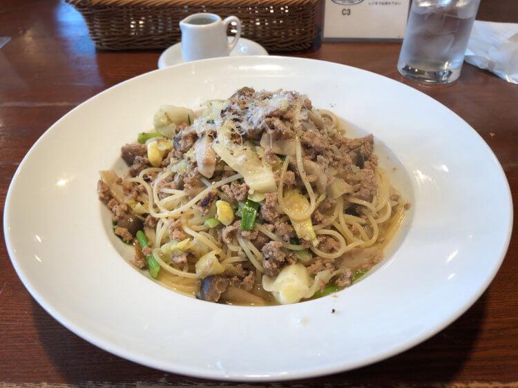 「アズーリ神楽坂」の鴨とキャベツ、キノコのビアンコラグーソース スパゲッティ