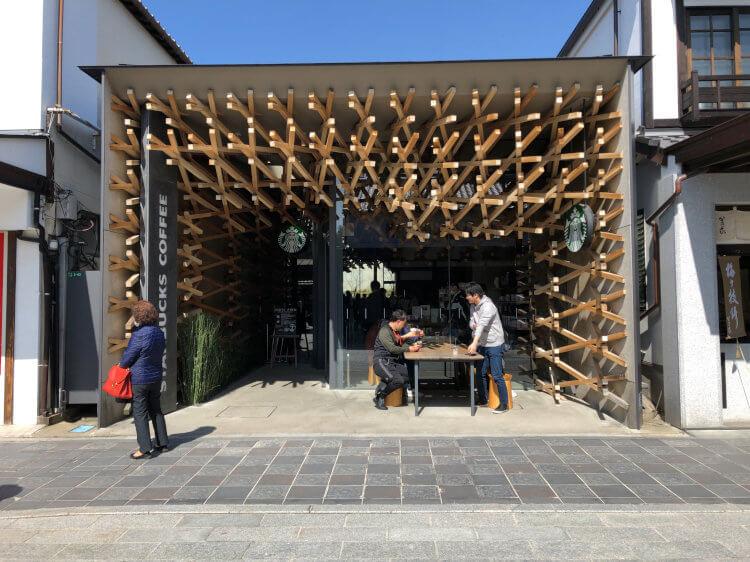木組み構造がが特徴のスターバックスコーヒー太宰府天満宮参道店の写真