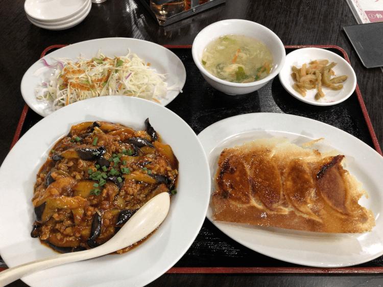 麻婆ナス丼+餃子4つセット@歓迎 田町