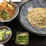 神田駅線路下にある十割そばの店「戸隠製粉」で天丼セット