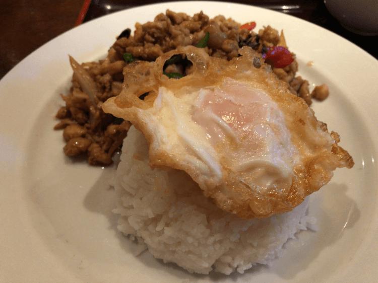 ガパオ(鶏肉のバジル炒めライス)@ジャスミンタイ 四谷
