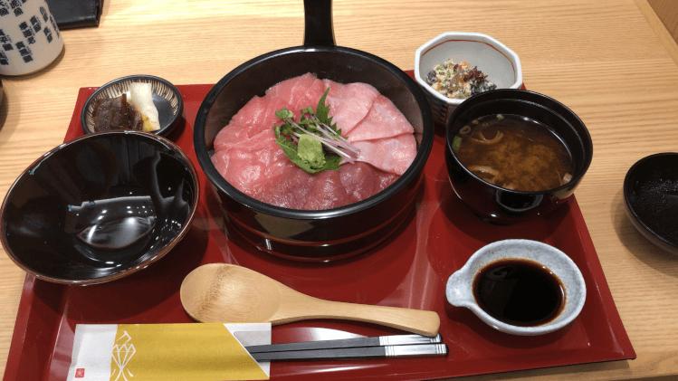 近大生まれ マグロづくしの手桶寿司 一式@ 近畿大学水産研究所 はなれ グランスタ東京店