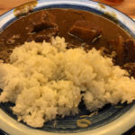 野菜でドロドロ角煮がゴロゴロ カレーにハマる人続出「もうやんカレー」京橋