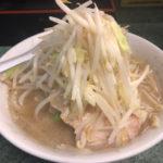 【ラーメン二郎】新宿小滝橋通り店 円やかスープと固めの極太麺が美味しい!