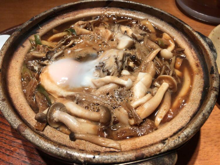 八重洲「玉丁本店」で食べた 味噌煮込みうどんきのこ入りの写真です。