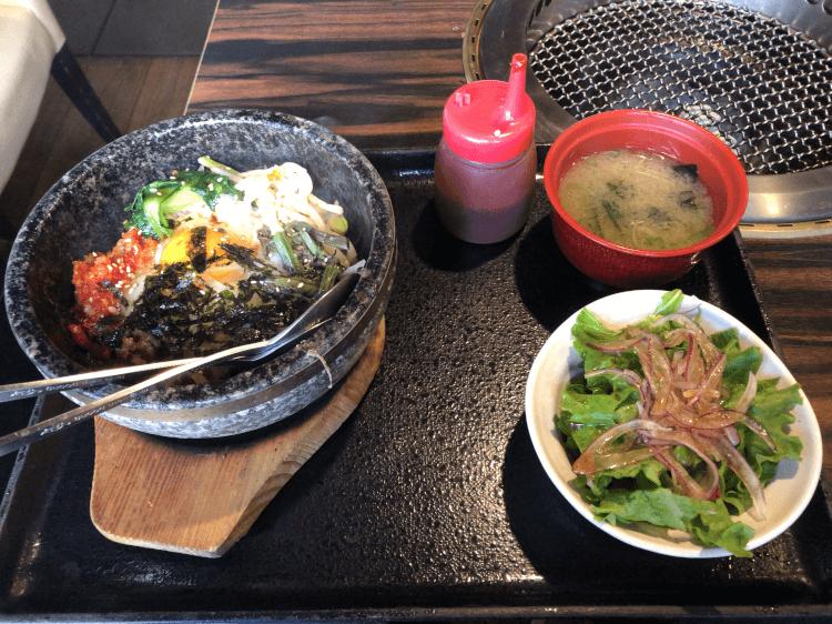 石焼ビビンバ・チョレギサラダ・みそ汁@土古里 大井町