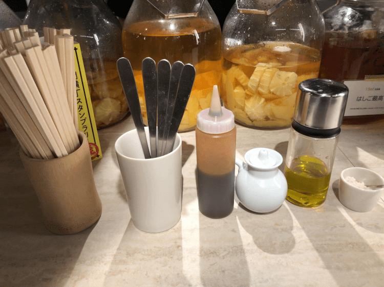 とんかつソース、福岡県糸島のミツル醤油、Dievoleのオリーブオイル、瀬戸内の藻塩@つかんと 虎ノ門ヒルズ