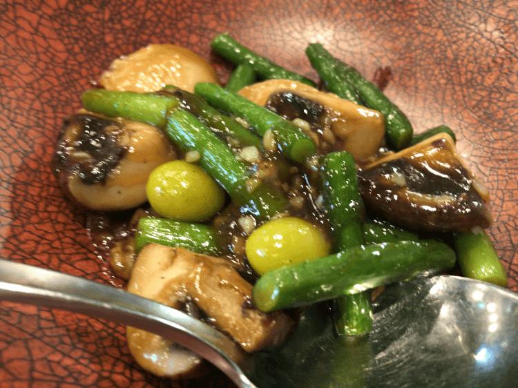 鮑とマッシュルーム、銀杏の炒め@横浜大飯店