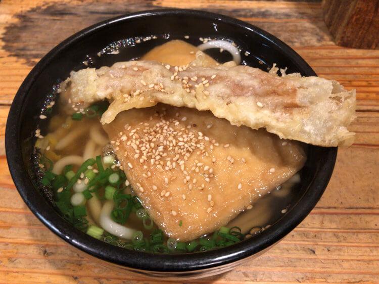 神田ゆず屋製麺所のきつねうどん+ちくわ天の写真