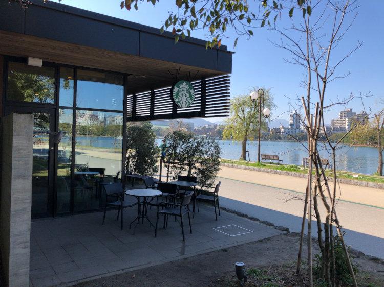 福岡大濠公園のスターバックスコーヒーの写真